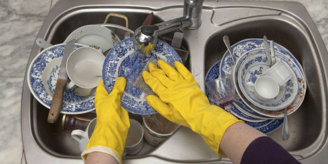 2015-06-02-let-your-dishwasher-do-its-job-why-washing-your-dishes-by-hand-is-less-clean-and-efficient-than-you-think-11063-fb.jpg