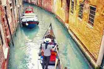 Italy_Venice_Gondola-with-gondolier